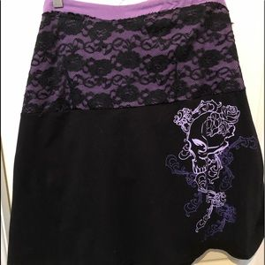 Tube top with lace & skull design black/purple